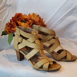 Restricted beige strappy high-heeled shoes. Sz 9